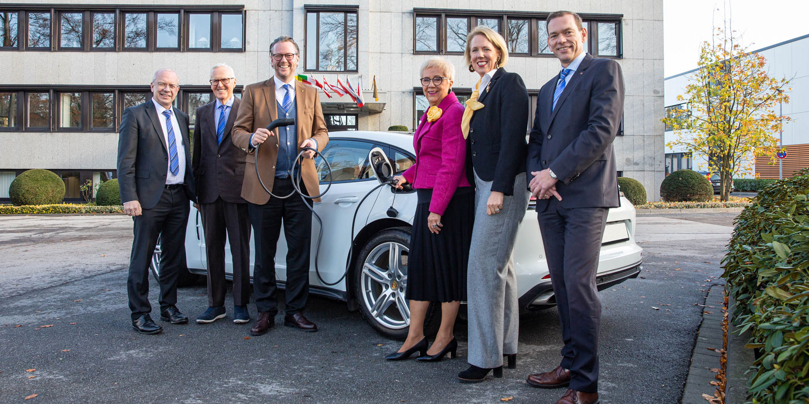 The Board of Management is pleased about the growth in the area of charging infrastructure for electric mobility