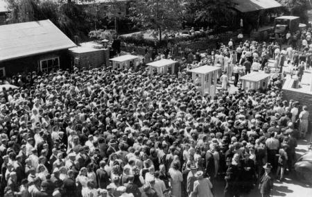 Visitor rush at the first Hannover Messe 1947